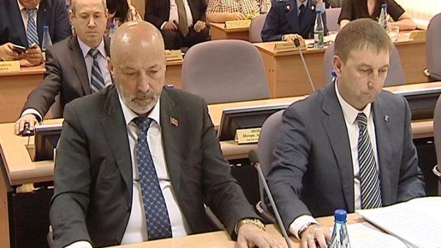 Zasedanie-oblastnoj-dumy-proshlo-v-Magadane.jpg